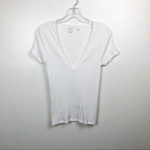 URBAN OUTFITTERS V-Neck T-Shirt